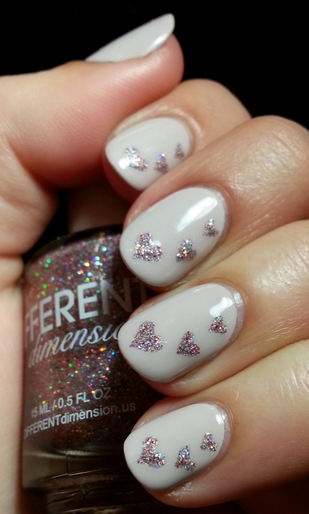 Little Glitter Hearts Nail Art 4